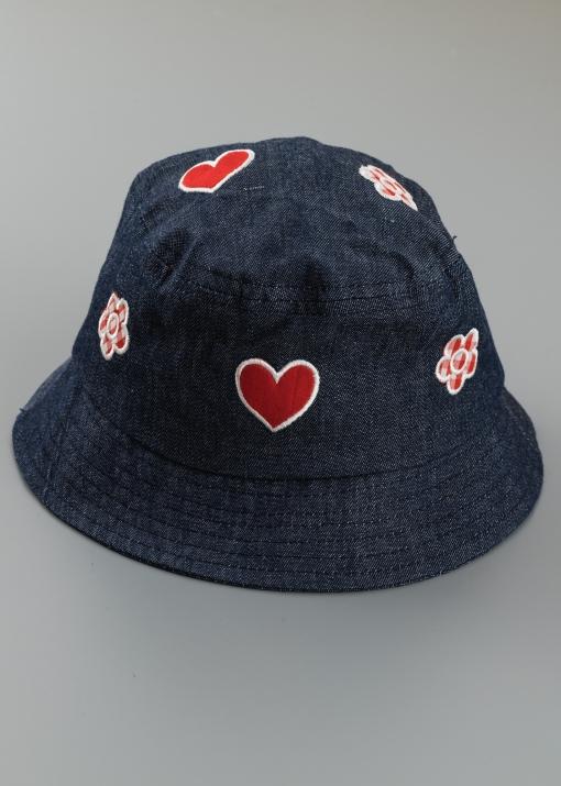 Детска шапка с апликации