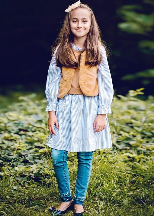 Детски пухен елек с брошка