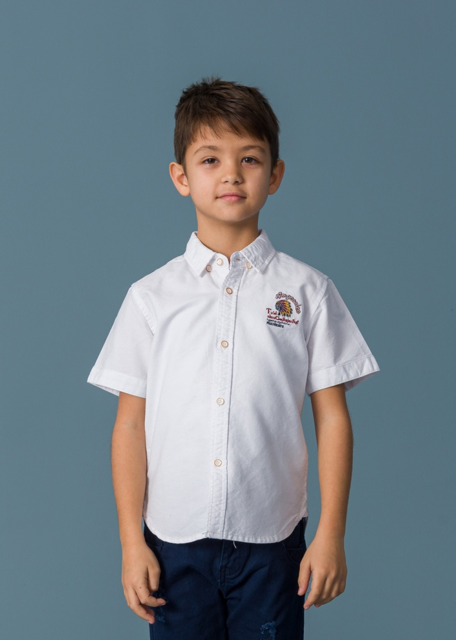 Детска спортно-елегантна риза с емблема