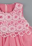Детска рокля с перли и дантела